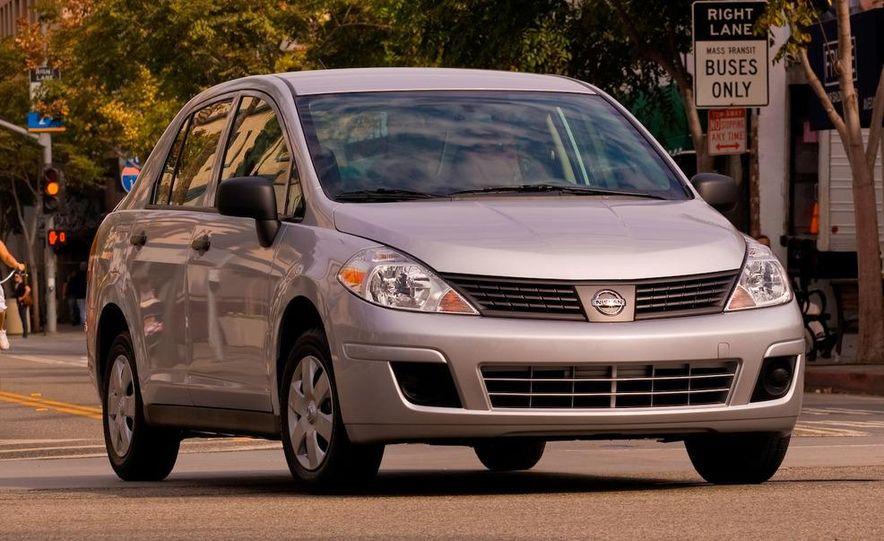2009 Nissan Versa 1.6 Base - Slide 4
