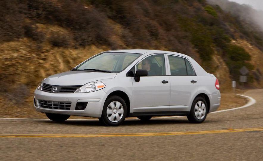 2009 Nissan Versa 1.6 Base - Slide 5