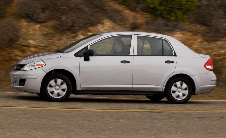 2009 Nissan Versa 1.6 Base - Slide 7