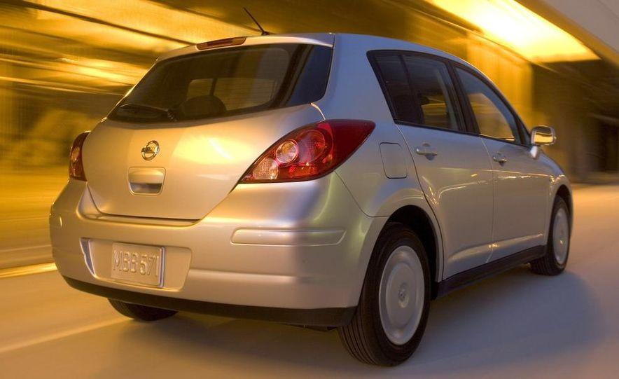 2009 Nissan Versa 1.6 Base - Slide 18
