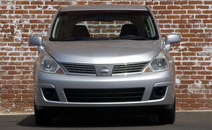 2009 Nissan Versa 1.6 Base - Slide 19