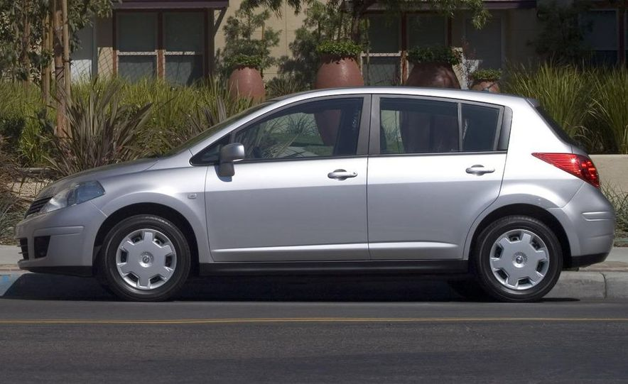 2009 Nissan Versa 1.6 Base - Slide 23