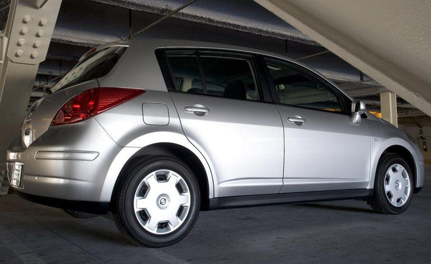 2009 Nissan Versa 1.6 Base - Slide 24
