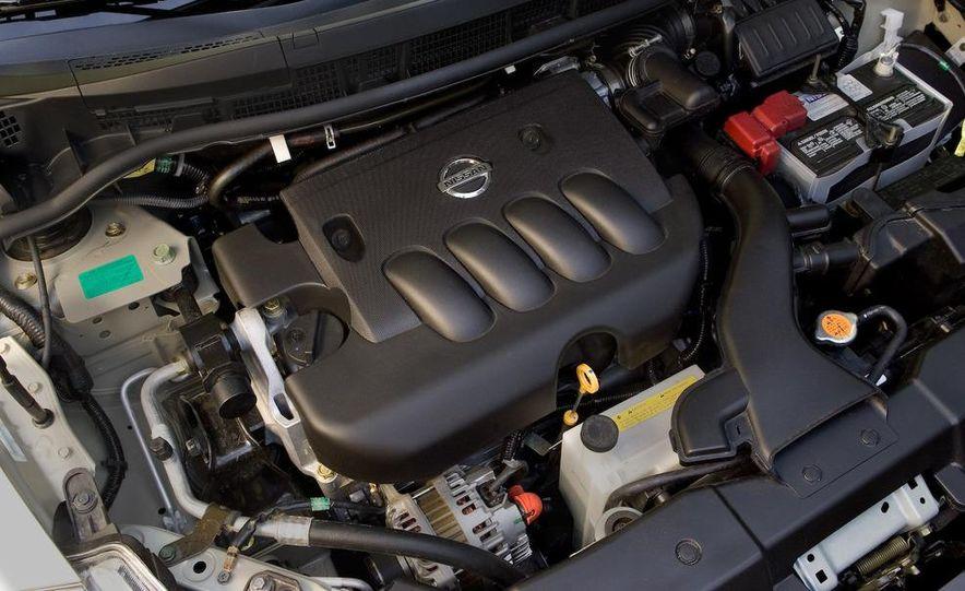 2009 Nissan Versa 1.6 Base - Slide 8