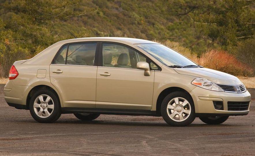 2009 Nissan Versa 1.6 Base - Slide 14