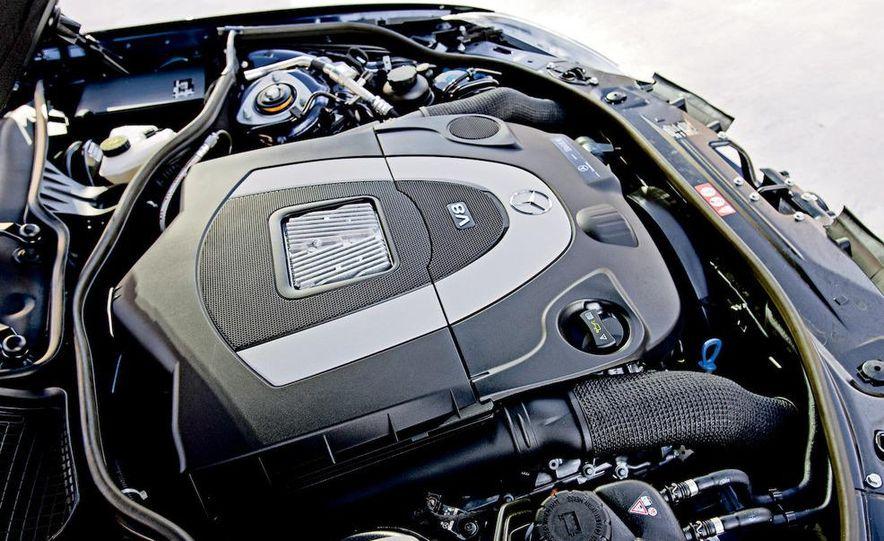 2009 Mercedes-Benz S550 and 2009 BMW 750Li - Slide 21
