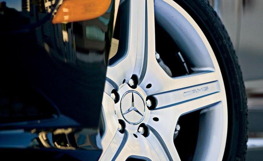 2009 Mercedes-Benz S550 and 2009 BMW 750Li - Slide 16