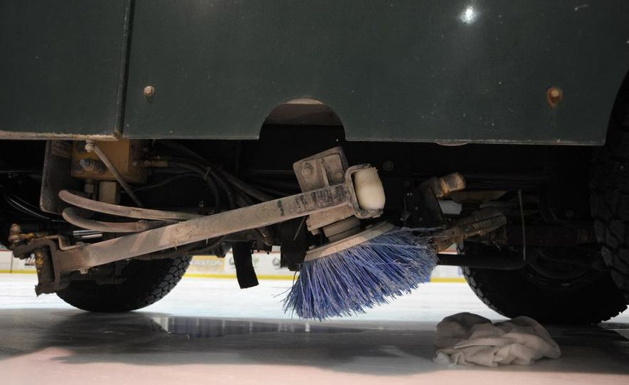 Zamboni 500 Series Ice Resurfacer - Slide 12