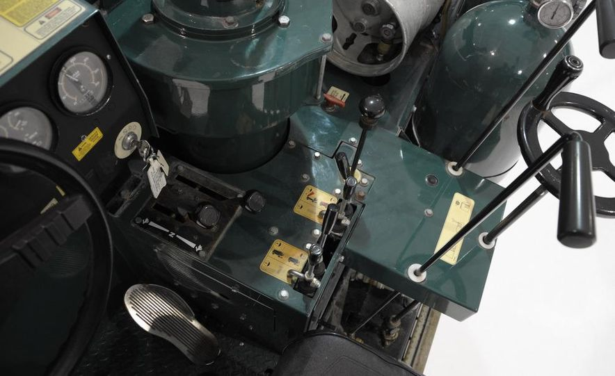 Zamboni 500 Series Ice Resurfacer - Slide 4