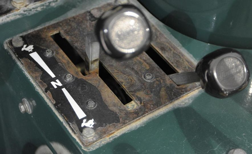 Zamboni 500 Series Ice Resurfacer - Slide 8