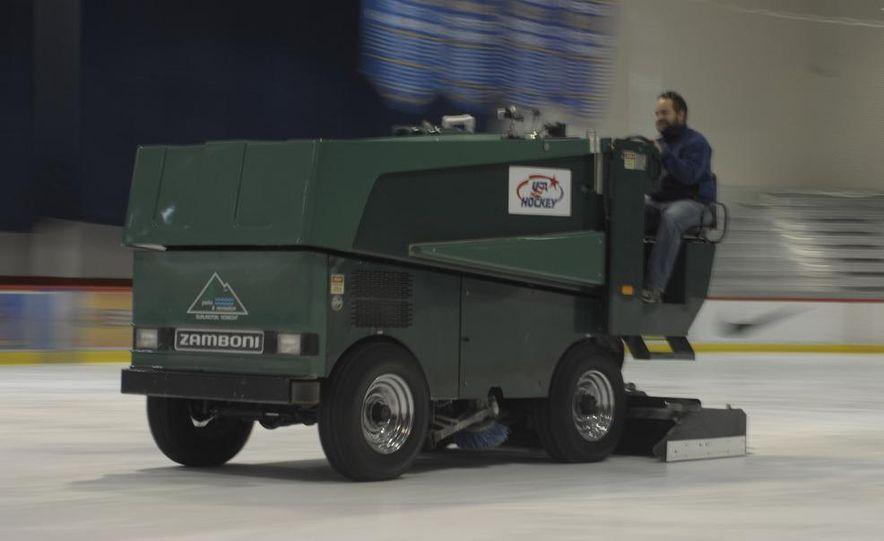 Zamboni 500 Series Ice Resurfacer - Slide 1