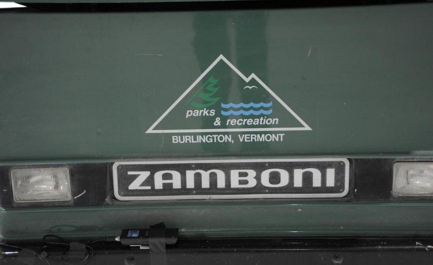 Zamboni 500 Series Ice Resurfacer - Slide 10