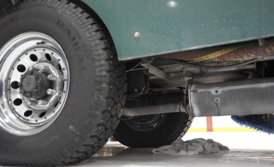 Zamboni 500 Series Ice Resurfacer - Slide 11