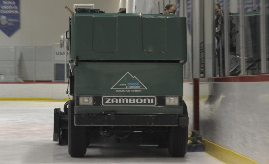 Zamboni 500 Series Ice Resurfacer - Slide 13