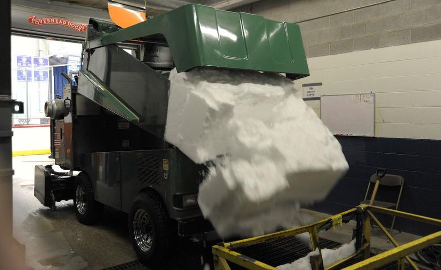 Zamboni 500 Series Ice Resurfacer - Slide 15