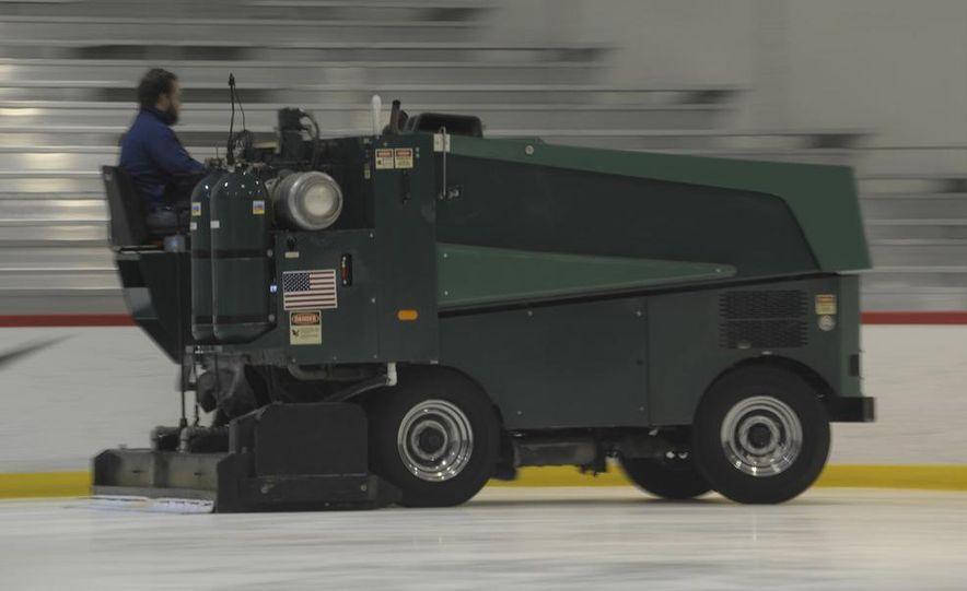 Zamboni 500 Series Ice Resurfacer - Slide 23