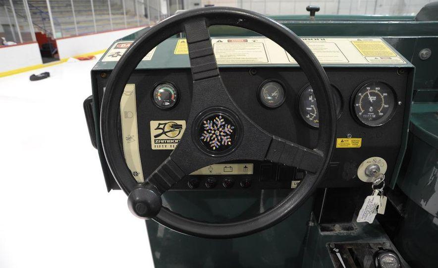 Zamboni 500 Series Ice Resurfacer - Slide 5