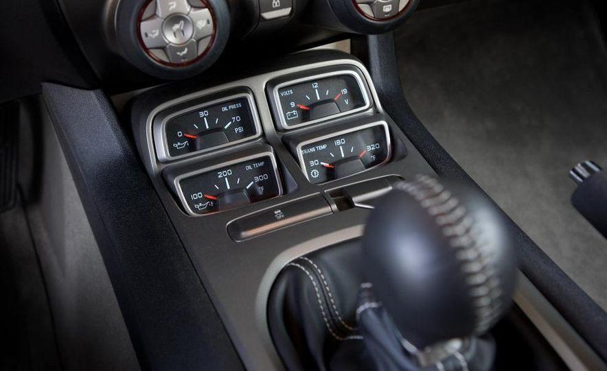 2010 Chevrolet Camaro SS wheel and fender badge - Slide 74