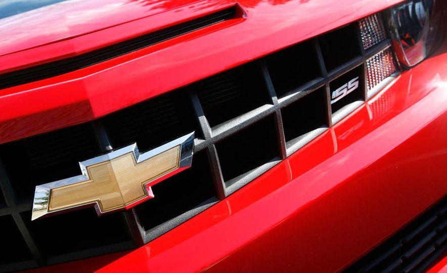 2010 Chevrolet Camaro SS wheel and fender badge - Slide 41