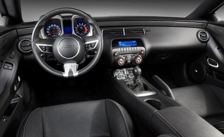 2010 Chevrolet Camaro SS wheel and fender badge - Slide 72