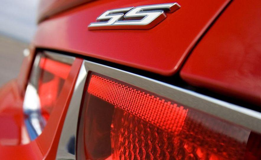 2010 Chevrolet Camaro SS wheel and fender badge - Slide 71