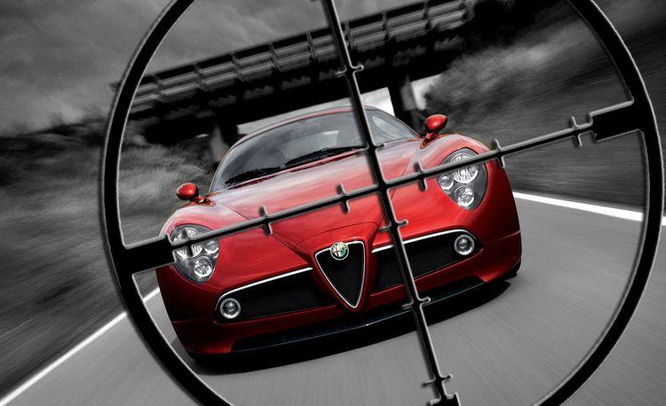 Competitors in the Crosshairs: 2009 Alfa Romeo 8C