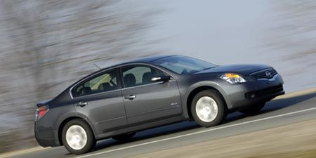 For Its Second Model Year In The Hybrid Business Nissan Altima Sees A S Hike Of Only 80 To 25 695 2008 Which Continues