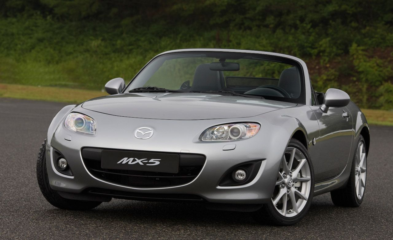 https://hips.hearstapps.com/amv-prod-cad-assets.s3.amazonaws.com/images/media/267456/2009-mazda-mx-5-miata-photo-259664-s-original.jpg