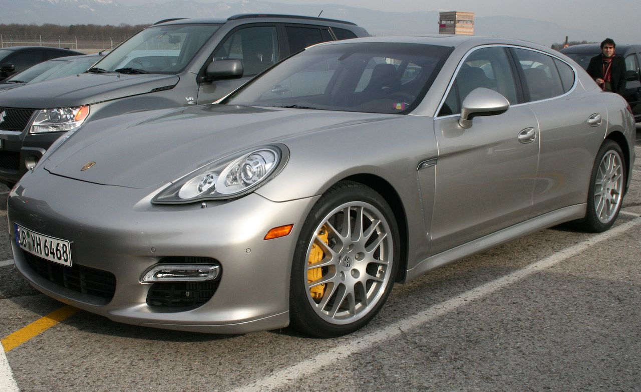 2010 Porsche Panamera Spotted in Full Production Trim