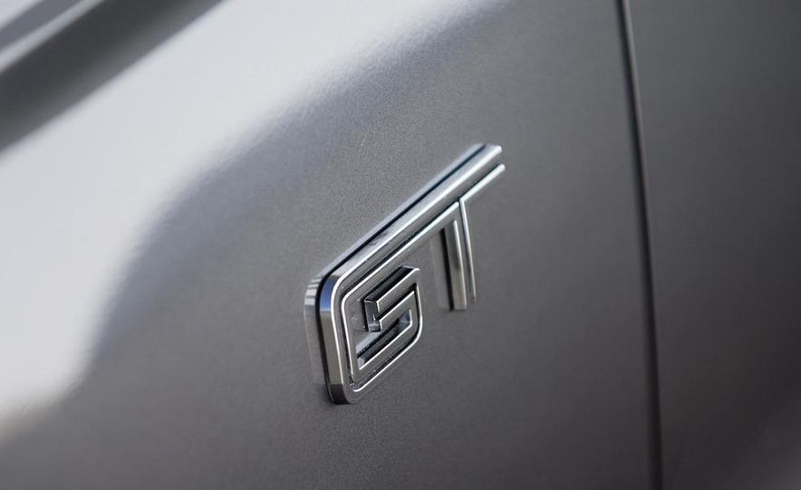 2010 Ford Mustang GT - Slide 15