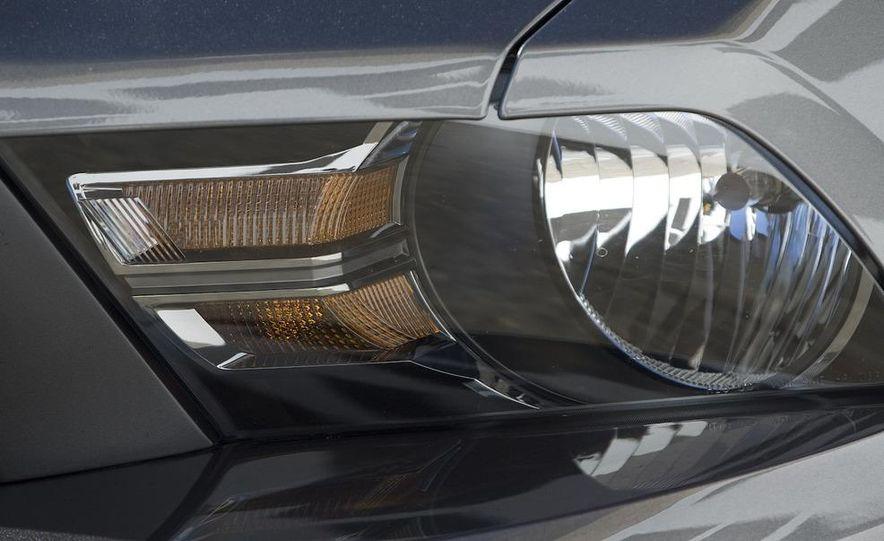 2010 Ford Mustang GT - Slide 14