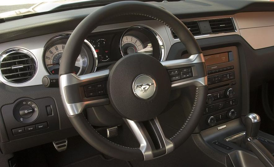 2010 Ford Mustang GT - Slide 9