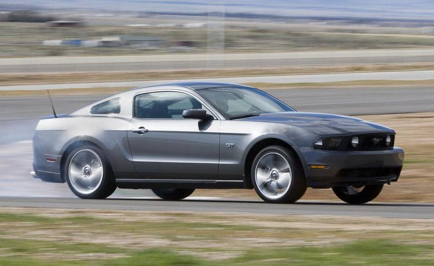 2010 Ford Mustang GT - Slide 2