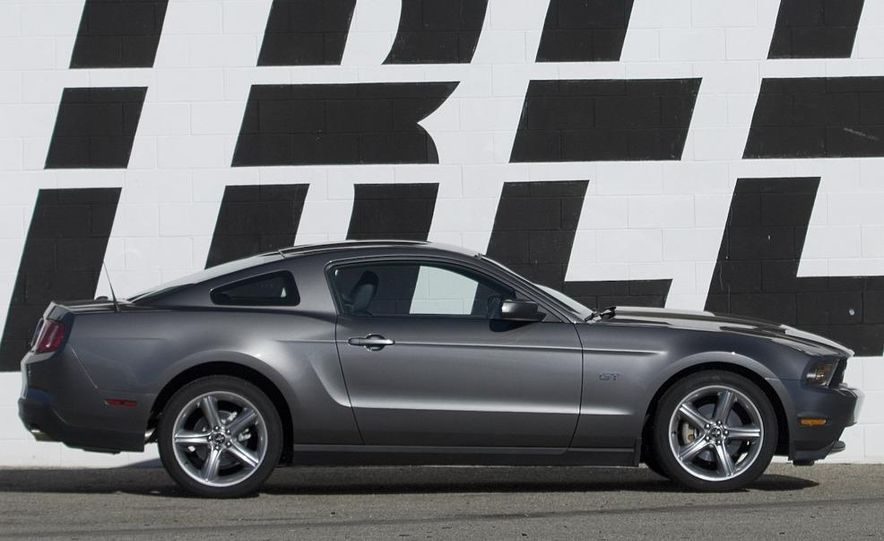2010 Ford Mustang GT - Slide 13