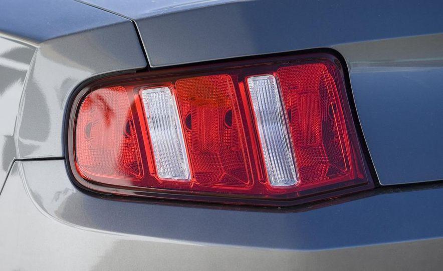 2010 Ford Mustang GT - Slide 11