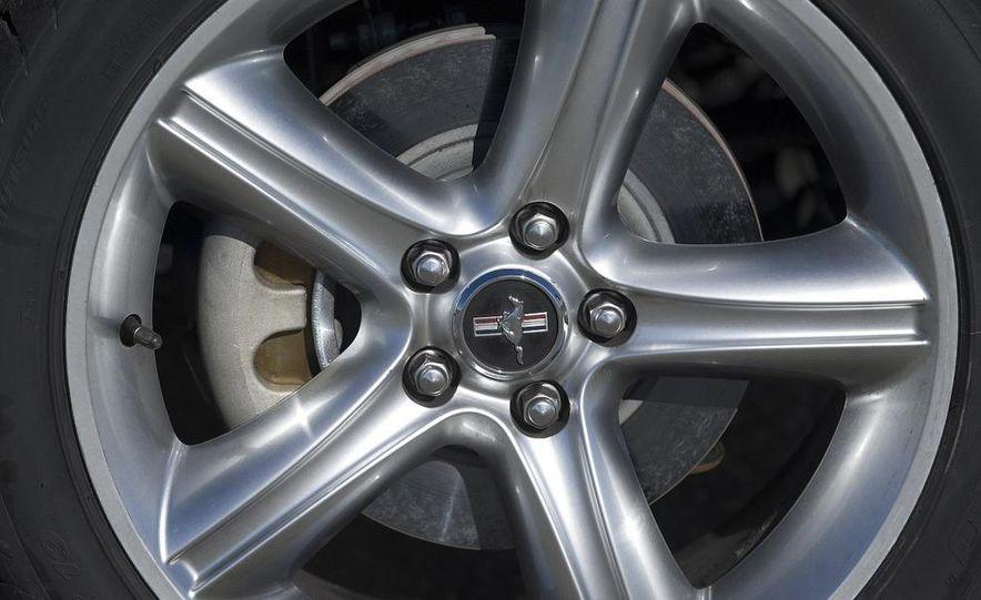 2010 Ford Mustang GT - Slide 12