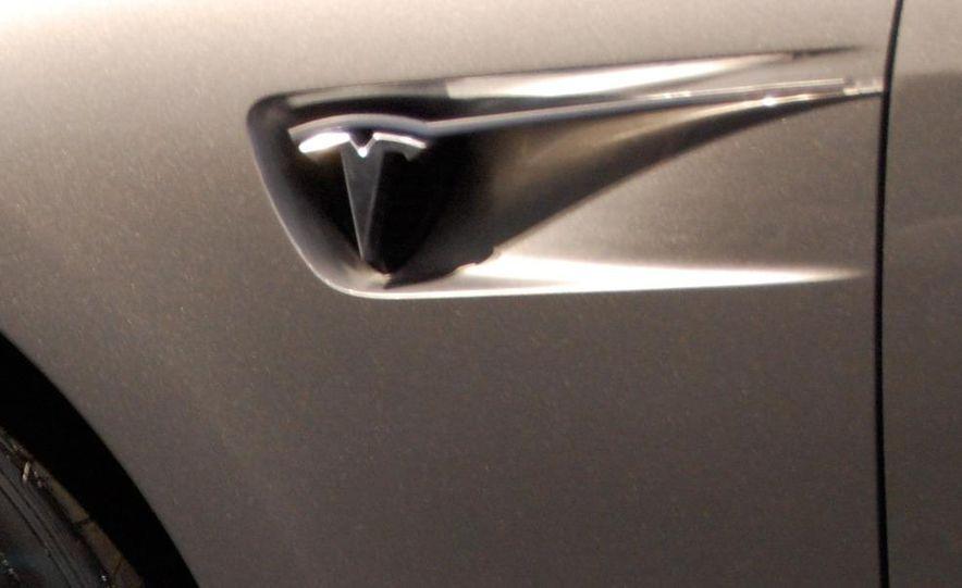2012 Tesla Model S - Slide 19