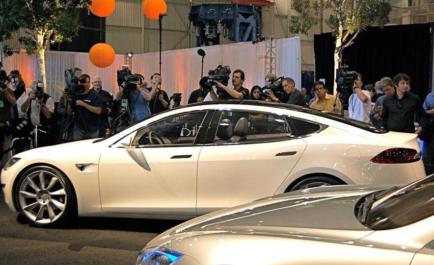 2012 Tesla Model S - Slide 17