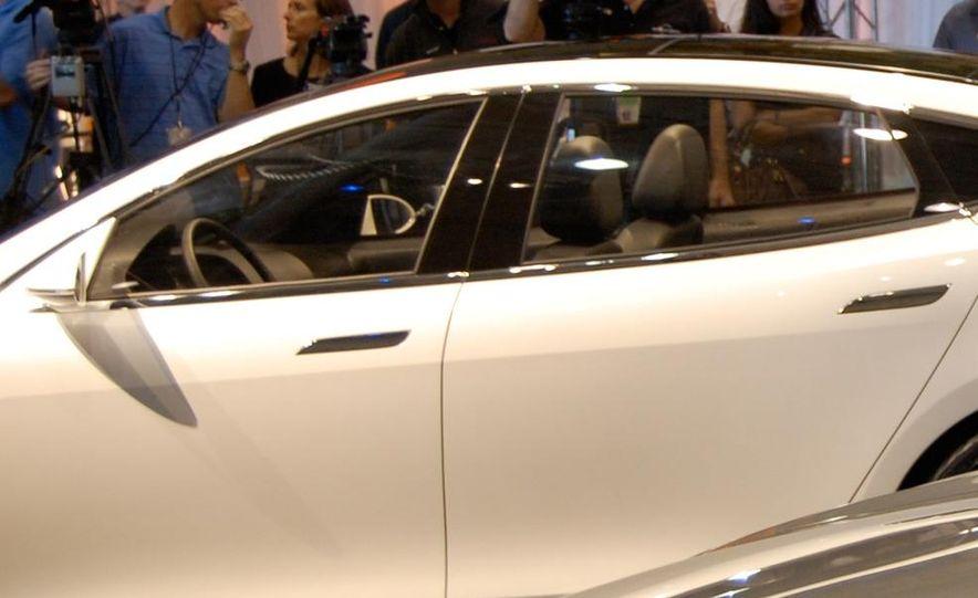 2012 Tesla Model S - Slide 21