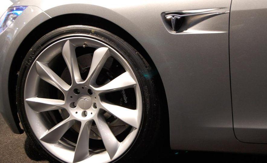 2012 Tesla Model S - Slide 18