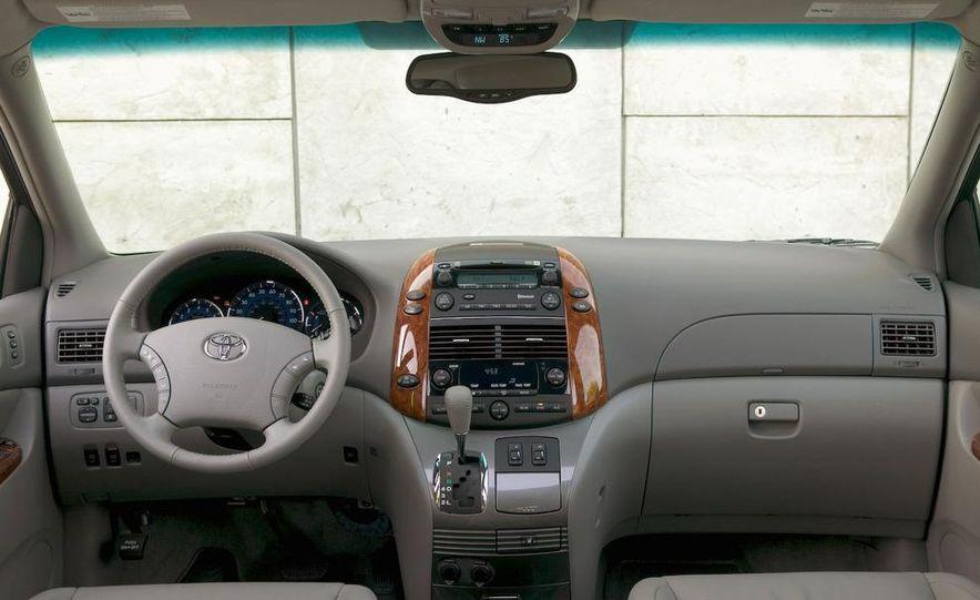 2009 Toyota Sienna Limited - Slide 7