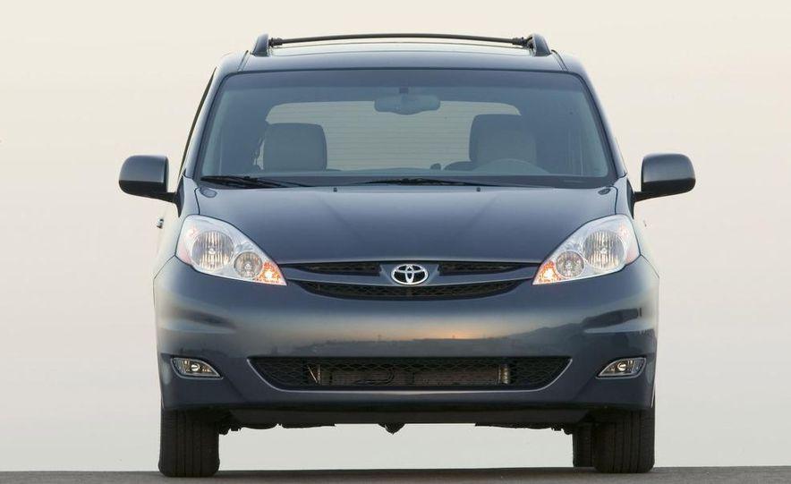 2009 Toyota Sienna Limited - Slide 3