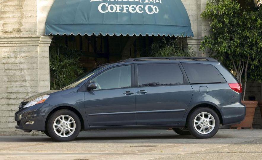 2009 Toyota Sienna Limited - Slide 4