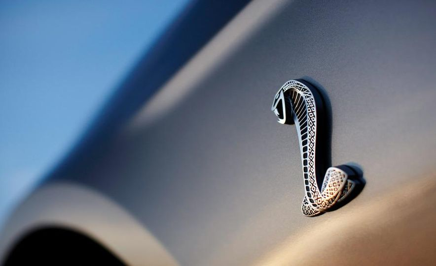 2010 Ford Mustang Shelby GT500 coupe - Slide 24