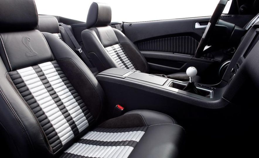 2010 Ford Mustang Shelby GT500 coupe - Slide 29