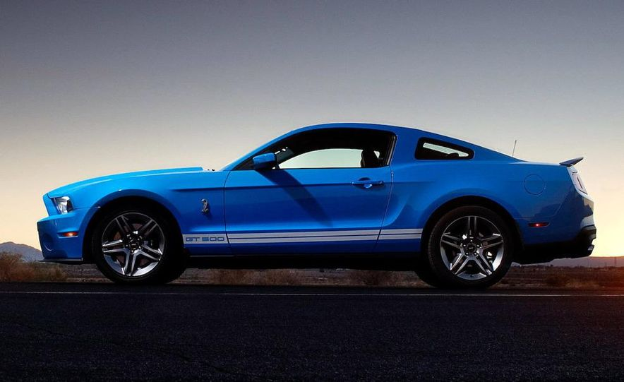 2010 Ford Mustang Shelby GT500 coupe - Slide 7