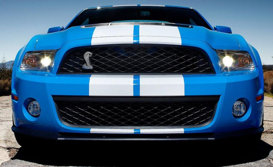 2010 Ford Mustang Shelby GT500 coupe - Slide 10