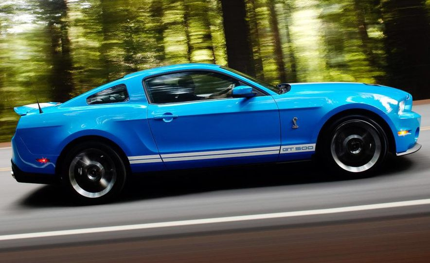 2010 Ford Mustang Shelby GT500 coupe - Slide 4
