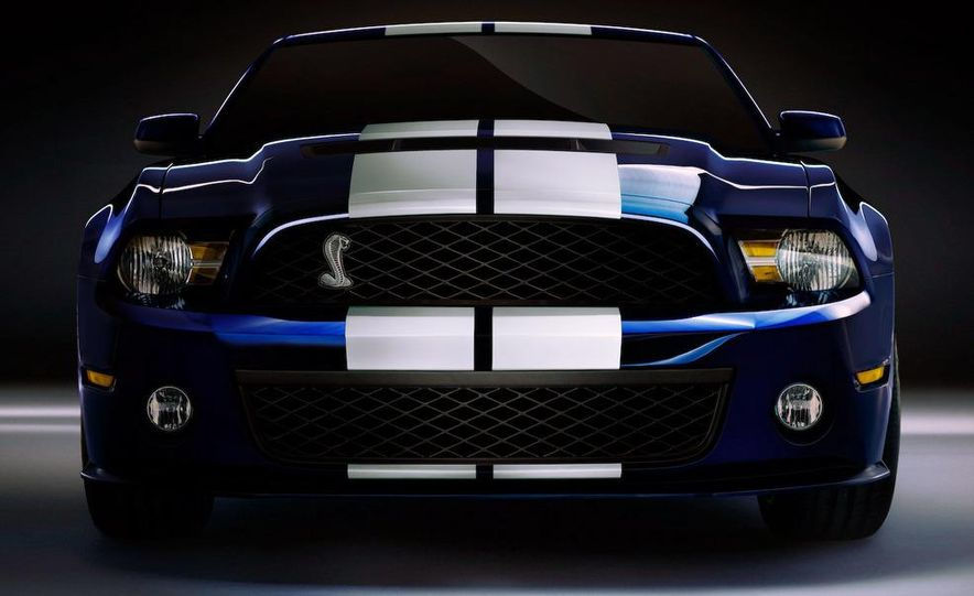 2010 Ford Mustang Shelby GT500 coupe - Slide 16