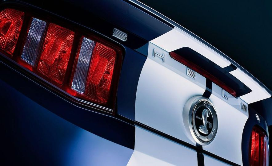 2010 Ford Mustang Shelby GT500 coupe - Slide 18